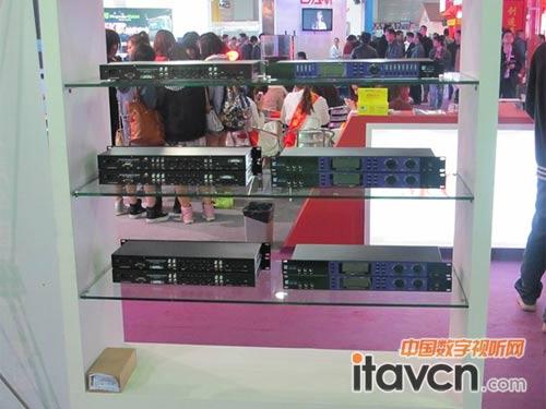 外分频技术设计,并通过数字前级处理器进行处理,系统表现低频强劲有力