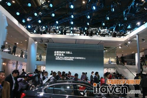 马自达汽车展台,led灯结合led屏应用,现场效果十分壮观,大屏中正在