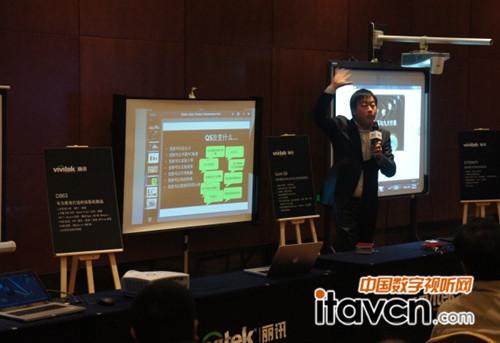 Vivitek丽讯中国区产品和市场人员在巡展现场讲解
