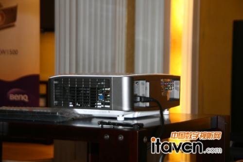 明基最新款w1500无线大变焦投影机正式亮相