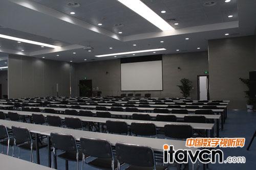 中博大厦智能化会议系统由多功能厅,报告厅,远程视频会议室,影视厅,大