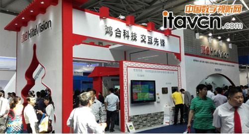 """鸿合科技""""中国风""""展位展示全线产品"""