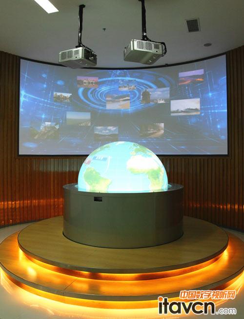 交通规划区由vivitek(丽讯)d6510工程投影机打造半球幕互动投影展示