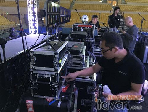 relacart技術人員現場安裝調試音頻設備圖片
