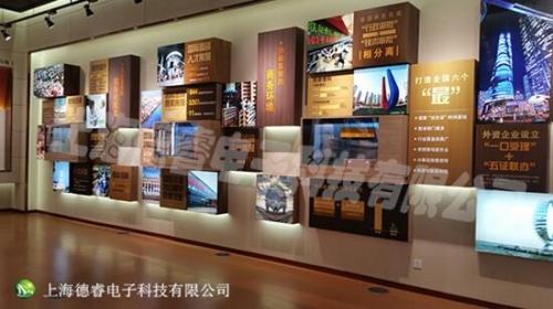 通过文化展示墙,利用视频与文字等多媒体素材相互结合的方式展示企业